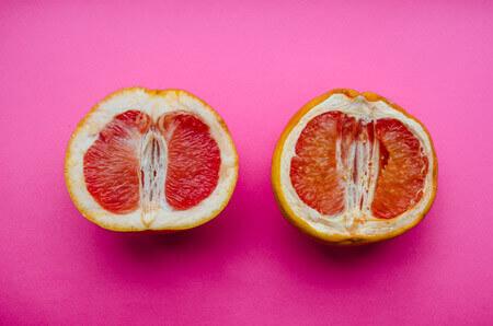[Translate to en_AU:] Frische und trockene Grapefruit symbolisiert trockene Vaginalschleimhäute